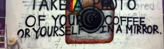 Il mondo dei social network raccontato dalla street art